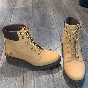 Like new timberlands booties size 8